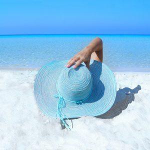 Solhatt på stranden.